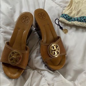 TORY BURCH brown leather wedges